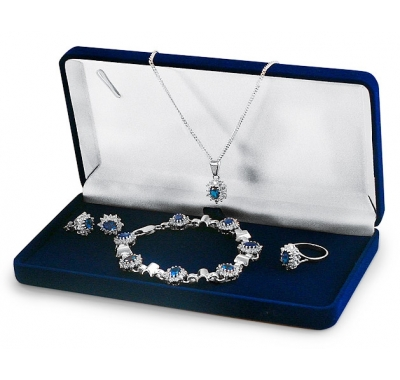 AMIRRA Silver Set with Ring, Earrings, Necklace and Bracelet